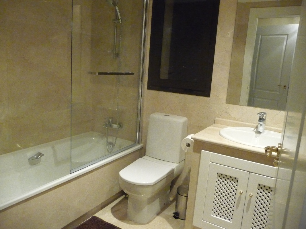 bathroom small apartment folat