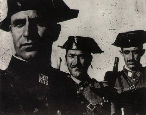 ... famous Tricornio or Cavaliers hat as part of their duty dress uniform c6969208502